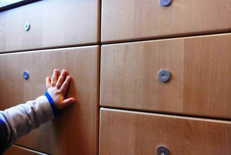 Application de blocs magnétiques aux tiroirs