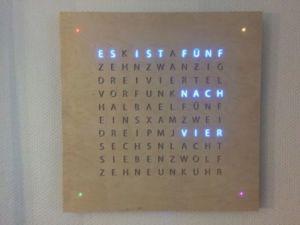 51 300x225 - L'horologe LED avec les mots