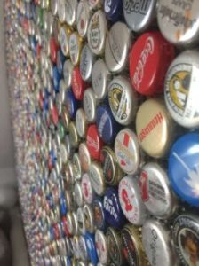 63 224x300 - Mur recouvert de bouchons de bouteilles en couronne