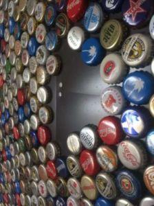 64 224x300 - Mur recouvert de bouchons de bouteilles en couronne