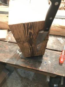 90 225x300 - Bûche de bois magnétique pour couteaux