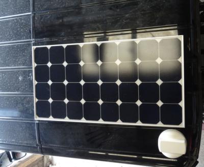 Fixation magnétique d'un panneau solaire sur le toit