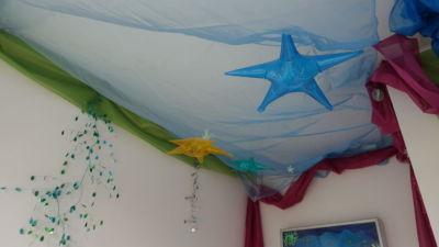 Lit et chambre d'enfants décorés magnétiquement