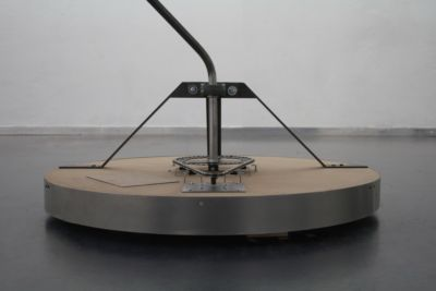 Projet d'installation artistique d'une lampe particulière et originale avec notre soutien